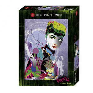 Caixa do puzzle de 2000 peças, muito colorido, do artista Cheuk onde Audrey é ilustrada com várias técnicas e com várias cores.