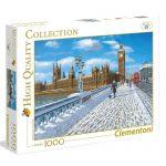 Puzzle 1000 Peças da Clementoni com uma paisagem de Londres coberta de neve enquanto uma senhora passeia um cão e o autocarro vermelho segue viagem.